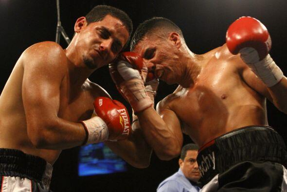 Moisés Ríos (5-2, 4 KOs) se impuso por decisión div...