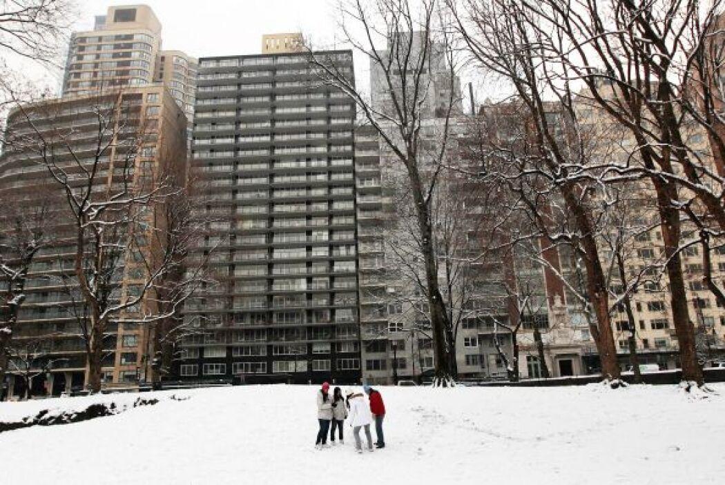 Una segunda tormenta de nieve cubrió la ciudad de New York. La Gran Manz...