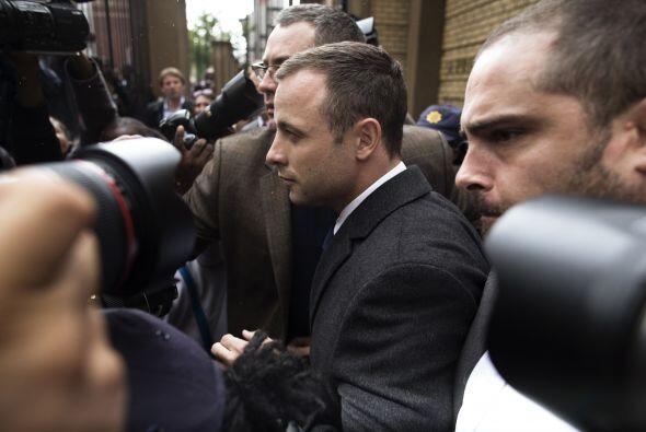 En el primero, Pistorius disparó debajo de la mesa de un restaurante. Un...