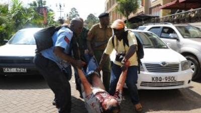 El asalto a un centro comercial de Nairobi por parte de un grupo de homb...
