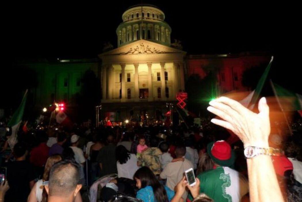 Miles de personas estuvieron en la gran celebración de ¨El Grito¨en Sacr...