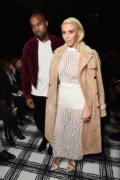 La pareja más controversial no podía faltar, Kim Kardashia...