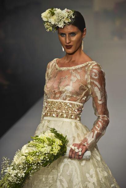 Otro modelo de la diseñadora Lidia Lavin, con el mismo estilo, peca de t...