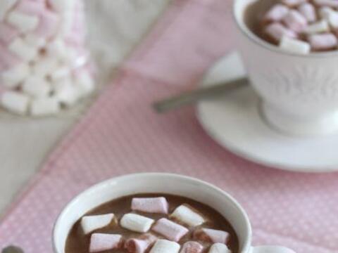 Un chocolate caliente siempre es un buen acompañante para disfrut...