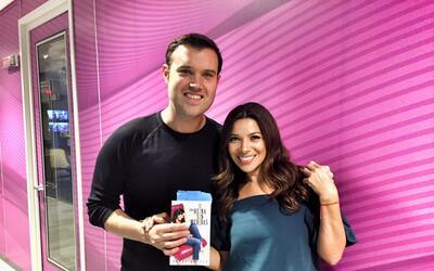 Paula Arcila con Alberto Sardiñas durante la entrevista para el p...