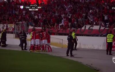 Goooolll!! Kostas Mitroglou mete el balón y marca para Benfica