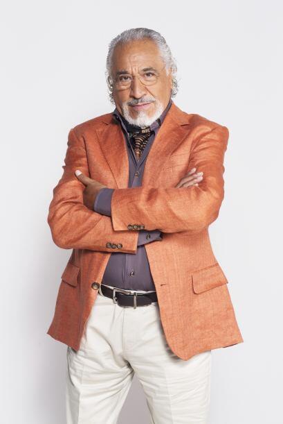 Don Nicolás es el padre de Fernando y Diego, y es un abuelo muy moderno....