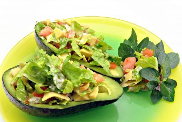 Ensalada de batatas y aguacate. Esta receta de inspiración latina, propu...