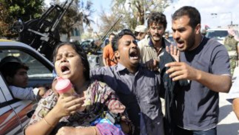 En los alrededores de Sirte, centenares de civiles obligados a huir de l...
