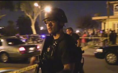 Un sospechoso murió y un agente del LAPD fue herido en un enfrentamiento...
