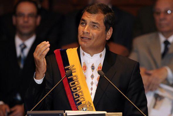 Correa fue reelegido en abril de 2009, luego de que en 2008 se aprobara...