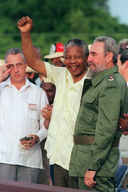Otro de los abrazos inolvidables serán los que se se dio con Fidel Castro.