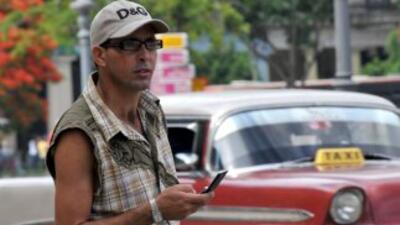 Crece, aunque lentamente, el uso de teléfonos móviles en Cuba.