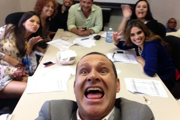 """""""Ahí esta la junta de @DespiertaAmeric puro loco!!! Mañana es viernessss..."""