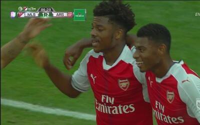 Chuba Akpom concretó una veloz y linda jugada para el segundo gol del Ar...