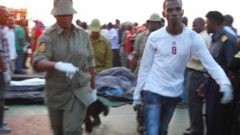 Los socorristas recuperaron el viernes 68 cuerpos como consecuencia del...
