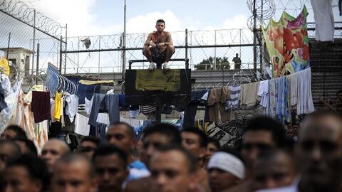 Miembros de la ganga Calle 18 en un evento en la cárcel de Cojutepeque,...