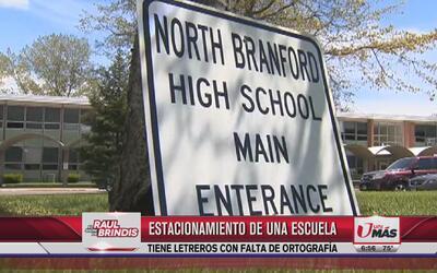 Escuela tiene letrero con falta de ortografía