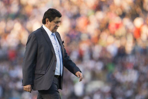 En cuestión del técnico, Luis Fernando Tena no ha encontrado a su once i...