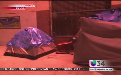 Miles de mujeres indigentes duermen en las calles del centro de Los Ángeles
