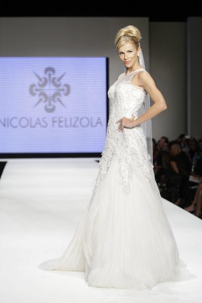Su colección de vestidos de novia no podía faltar. Miren nada más las de...