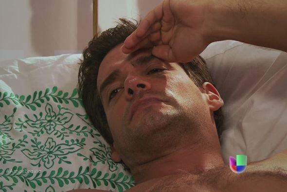 Daniel despierta y pregunta qué ha sucedido. Miriam le dice que Camila l...