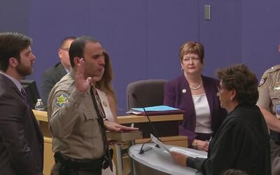 Paul Penzone presta juramento como nuevo alguacil de Maricopa en remplaz...