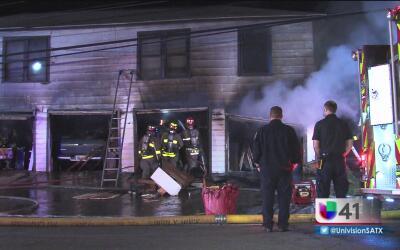 Autoridades investigan un incendio registrado en una residencia de San A...