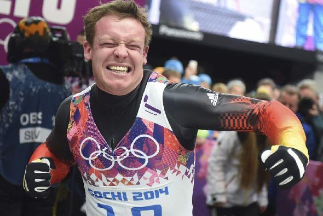 El alemán Felix Loch  de Alemania celebra su triunfo en Krasnaya, Polyana.