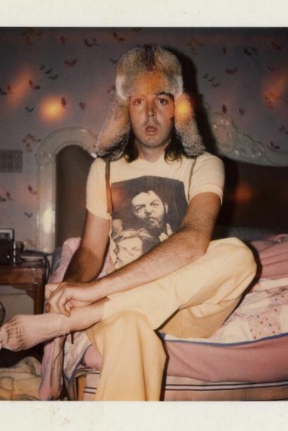 Paul McCartney nos enseñó una foto de sus tiempos de Beatle con un sombr...