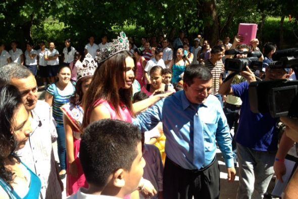 Demontecristo también paseó su corona por su antiguo colegio.