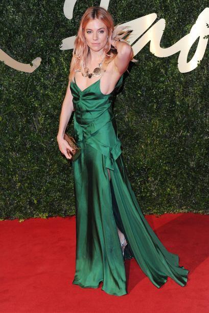 Sienna Miller pudo haber sido de las mejores vestidas de la noche, pero...