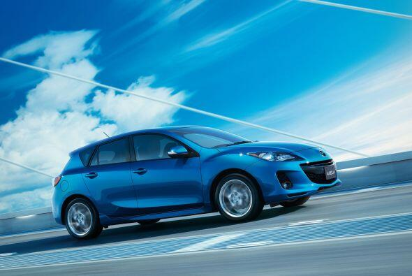 4.- Mazda3 2012: Su aspecto deportivo y manejo divertido lo han converti...