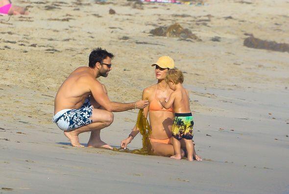 En un momento los acompañó la pareja de la modelo, Jamie Mazur.