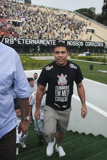 Corinthians homenajeó a Ronaldo en su despedida del club y del f&...