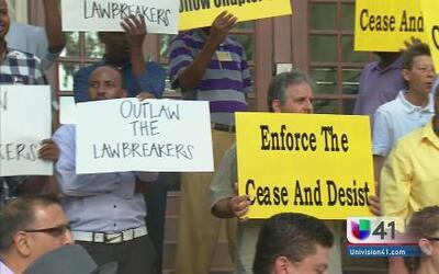 Protestan contra compañías de taxis por operar fuera de la ley