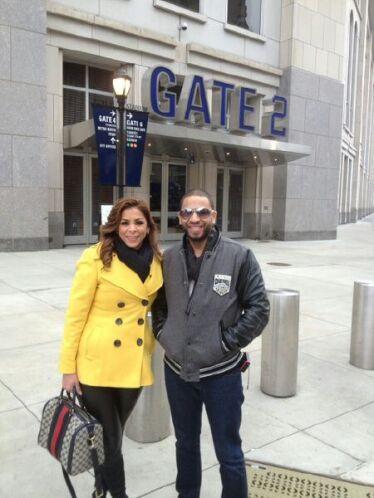 Y sí, la cita fue afuera del estadio de los Yankees.