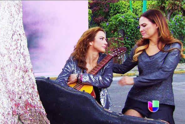 Mira el lado bueno Ana, la guitarra de tu mamá se salvó.