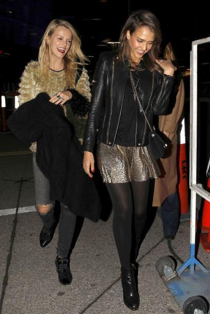 ¡A Jessica Alba nada la detiene! El 'outfit' que utilizó para ir al conc...