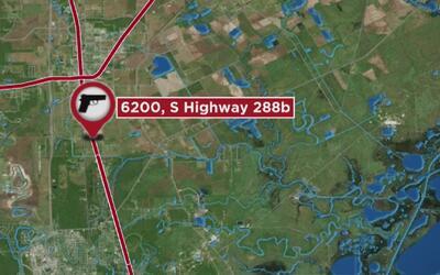 Policía de Houston busca a responsable de disparar desde un auto en movi...