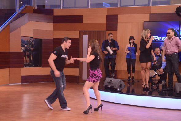 Laura y Jonathan disfrutan mucho bailando de ahí viene su qu&iacu...