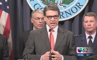 Acusan al gobernador Rick Perry por cargos de abuso de poder