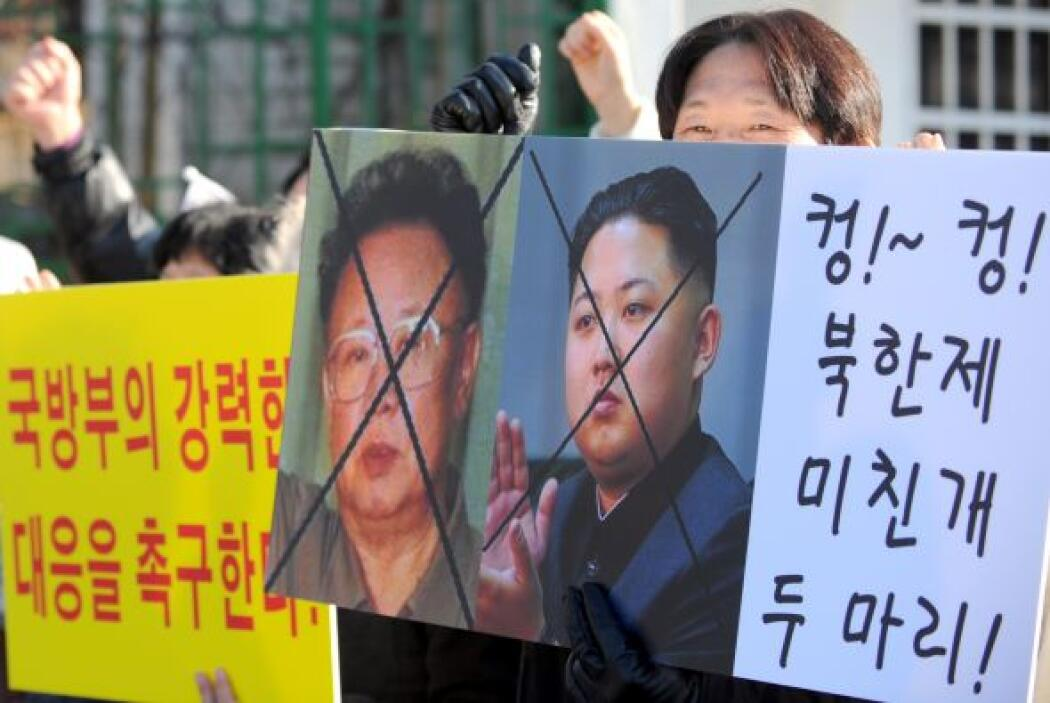 KIM JONG IL.-Es un político y militar norcoreano. Se le ha considerado c...