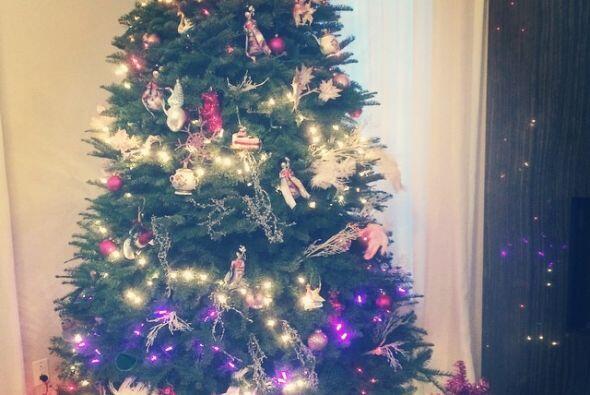 La actriz Katie Holmes en sus redes sociales compartió su bonito árbol c...