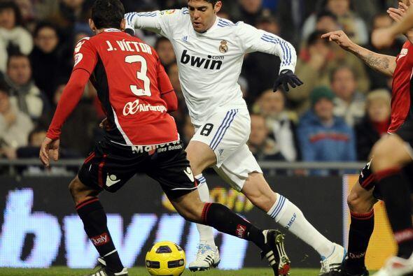 Kaká también inició el duelo.