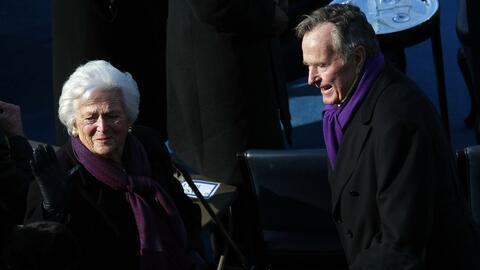 George H. W. Bush y su esposa Barbara se recuperan en el Hospital Metodi...