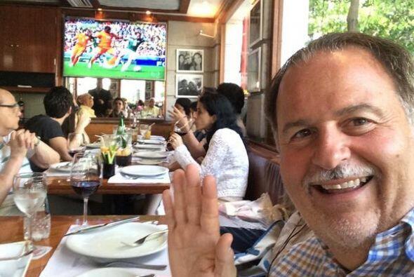 Raúl de Molina disfrutó del partido en un restaurante. Tod...