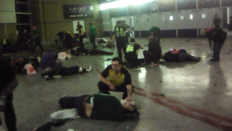 Socorristas atendiendo a las víctimas de la explosión
