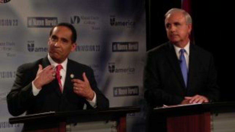 Joe Martínez, presidente de la comisión de Miami Dade, y Carlos Giménez,...