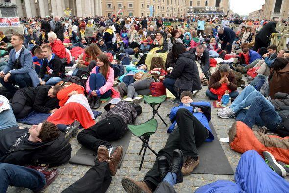 La mayoría de los que llegaron primero acamparon durante la noche...